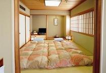 和洋室の和室スペース。8畳間。最大お布団3枚まで利用可