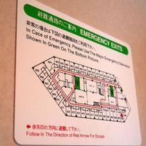 避難経路の案内図は、客室ドアの裏に取り付けてあります。