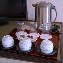 客室には電気ポットとティーバッグをご用意しております。ご自由にご利用ください♪