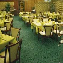 昭和57年、グリル「御室(おむろ)」の写真です。このレストランは現在はありません。