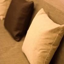 プレミアムフロアのソファークッション