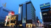 ホテル外観(夕)