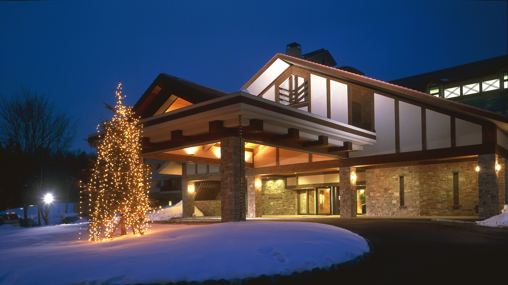 ◆ホテル外観(スノーシーズンの一例)