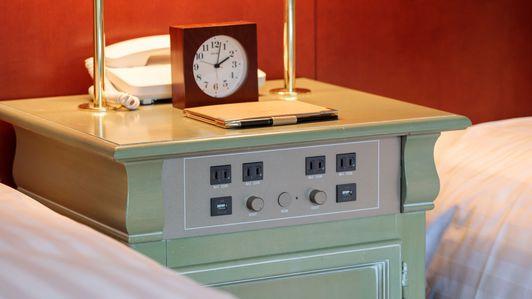 ◆客室イメージ(コンセントやUSBも備えるベッドまわり)
