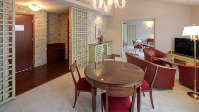 【Luxuryクラス・タイムセール】スイートルームに<2グレードアップ料理特典>付きで特別価格!