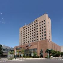 ホテルに向かって左横がJR帯広駅