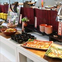 焼き魚、小鉢は日替わりで提供!!