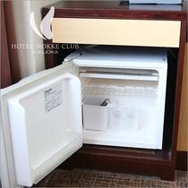 【客室備品】客室内冷蔵庫冷蔵庫の中にはグラスとアイスペールが入っております。