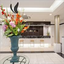 週替わりでかわる生け花で、お客様をお出迎え致します。
