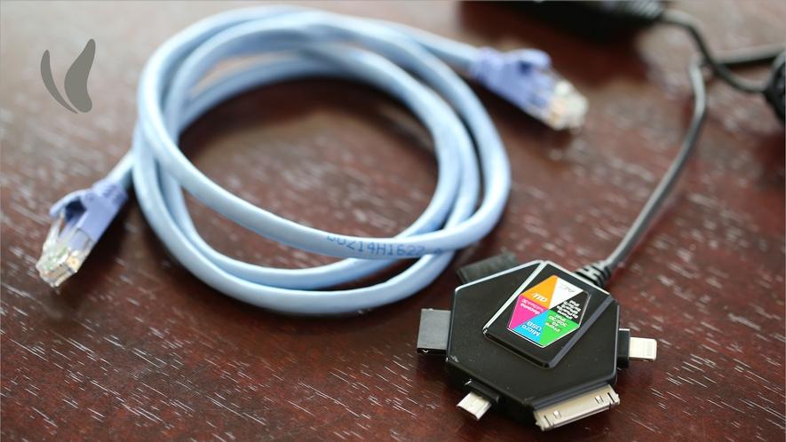 【客室備品】LANケーブル・携帯用マルチ対応充電器