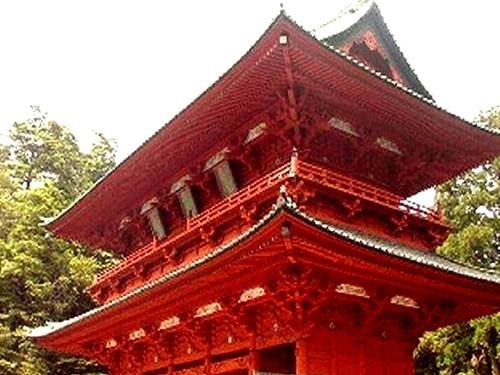 高野山「大門」大門は真言密教の聖地への入場を強く印象付ける建造物