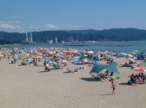 """片男波海水浴場:環境省認定""""快""""水浴100選の「特選」に選ばれた環境の良さ。"""