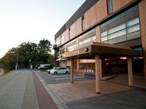 ホテル正面駐車場