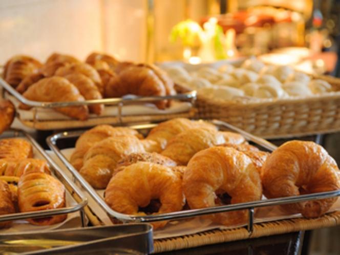 【レストラン・パリ】焼き立てパン