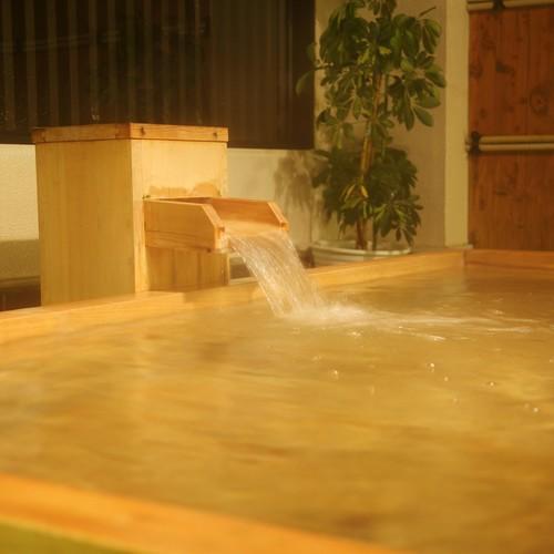 古代檜の露天風呂。木の香りを楽しんで