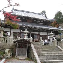 ●温泉寺 有馬を訪れた僧行基が724年に建立した寺院です。毎年1月2日に入初式が行われます(徒歩7分