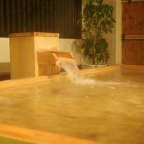 露天風呂にてラドン泉「銀泉」を愉しむ