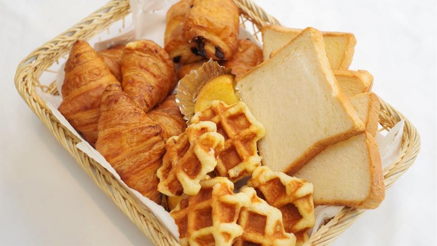 ●朝食バイキング会場● パンも種類豊富にご準備しております♪
