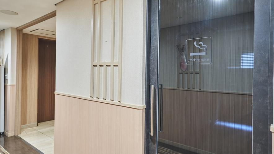 喫煙コーナー/2Fに喫煙スペースを設置しております。