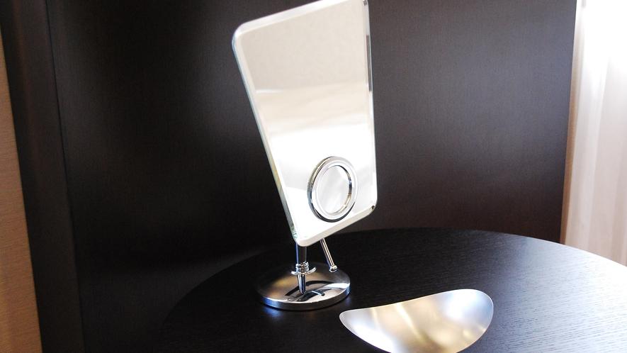 レディースフロアお部屋備品 ジュエリートレイ・メイク専用ミラーをご用意しております。