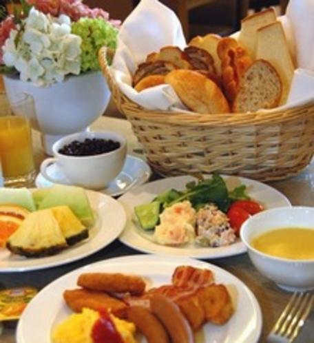 朝食バイキング一例(1Fバイキングレストラン「嵯峨野」)