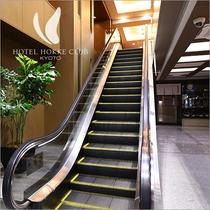 2階フロントへはエスカレーターをご利用下さい。