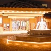 ホテルエントランス・噴水 夜