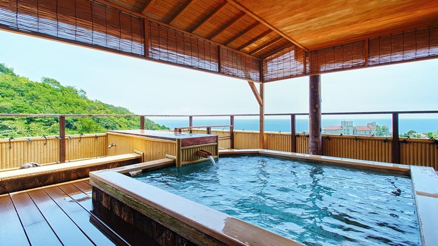 ■ 大浴場『海色』-露天風呂 「浴場の先端には海を一望できる露天風呂が!」