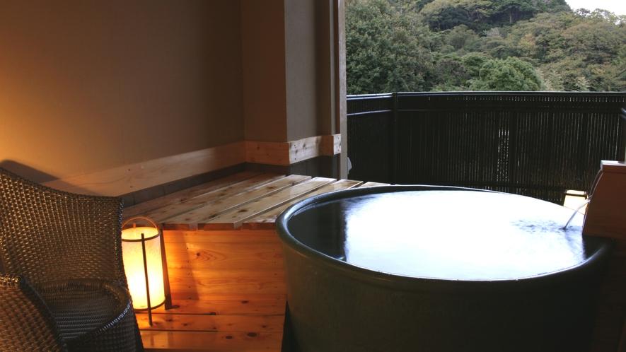 陶器風の丸い貸切風呂「星明り」
