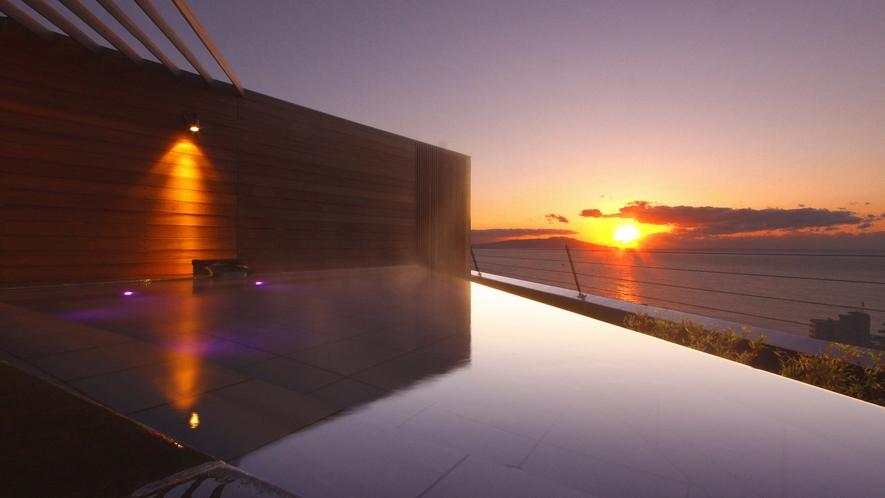 ■ 屋上展望露天風呂「薫風」から眺める朝日(撮影:1月)