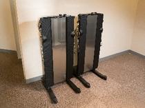 各階のエレベータ前にズボンプレッサーを2台ずつご用意しております。