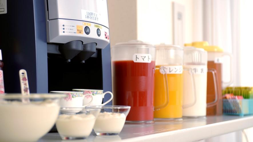 ご朝食のお飲み物類。各種ドリンクおかわり自由です♪