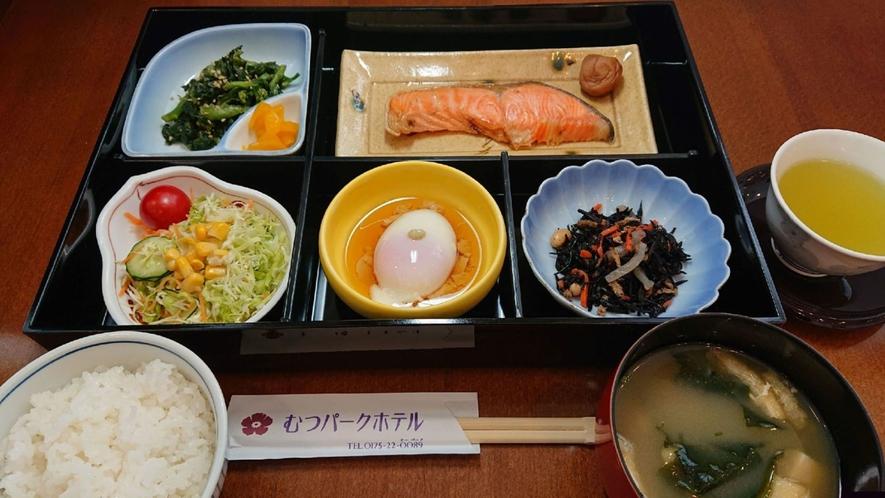 和食のご朝食の一例。メニューは日替わりですので、連泊でもご安心を♪