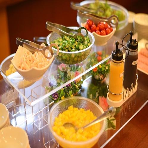 <バイキング朝食>サラダバーもございます。