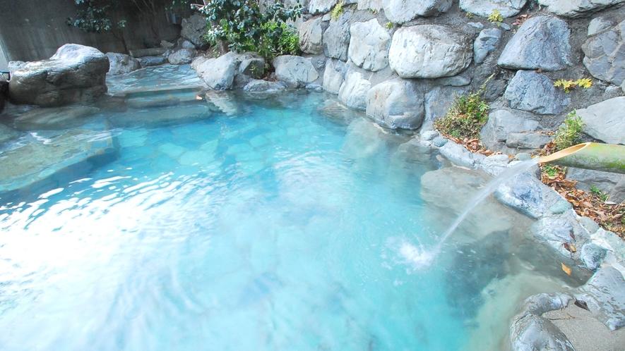 *露天風呂/とろりとした湯に浸かりながら眺める大自然は絶景!