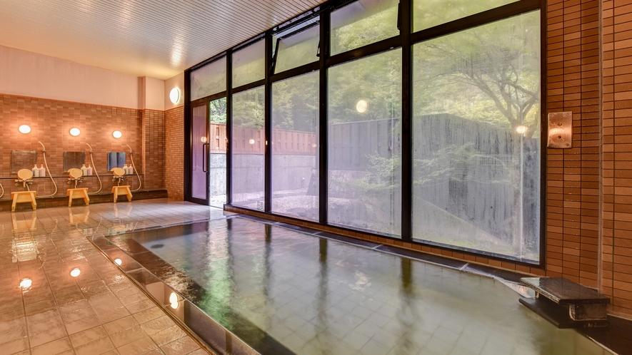 *大浴場/ガラス張りで自然の余韻に浸れる大浴場。