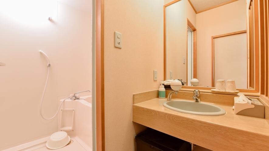 *西館和室/洗面台もお風呂もゆとりがあります。