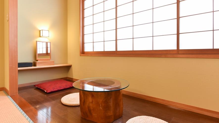 *西館和室/外の景色を眺めてのんびりとお過ごしください。