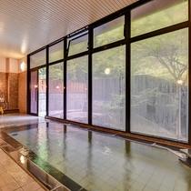 *大浴場/ガラス張りで自然の余韻を導く大浴場。