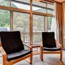 *東館和室/広縁から外の景色を眺めてのんびりと♪