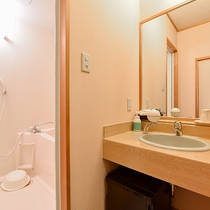 *西館和室/全室バスとトイレがついております。