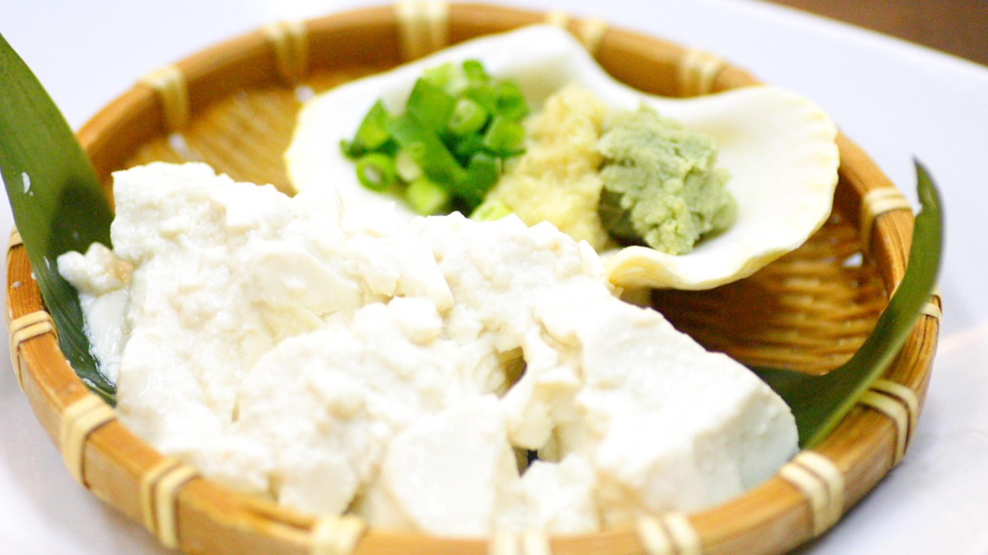 *おぼろ塩豆腐(料理は一例です)を肴に泡盛で乾杯♪