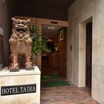 *ホテル玄関/シーサーがお客様をお出迎えします♪