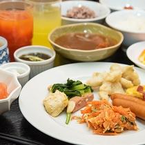 *朝食バイキング/沖縄料理もお出ししております。