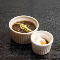 *朝食バイキング/朝食メニュー:モズク酢(一例)