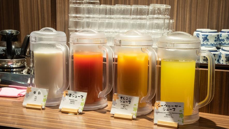 *朝食バイキング/数種類のお飲み物をご用意しております。