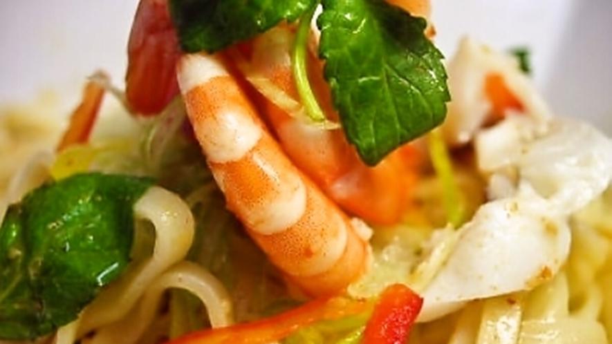 *沖縄そばサラダ(1階平家亭での料理の一例です。)