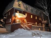 冬ホテル外観:照明つき