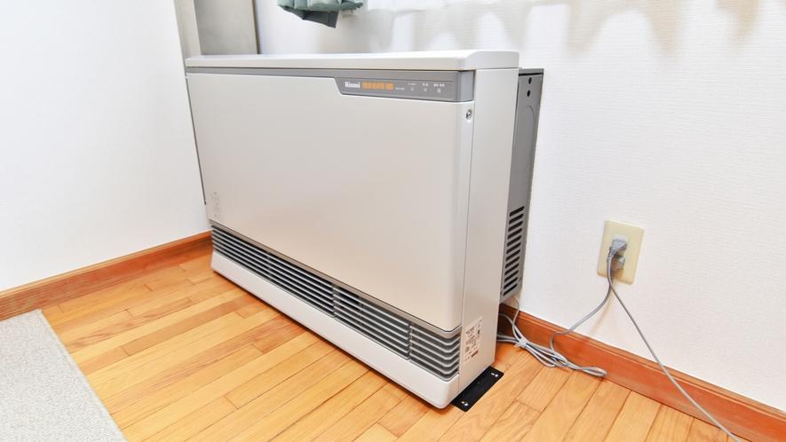 *部屋 ファンヒーターで部屋の中は暖かくなっております