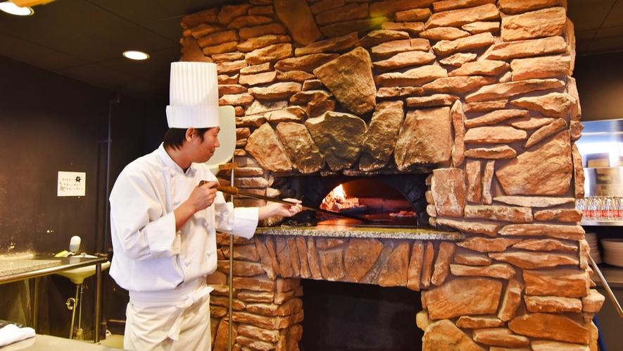 *ライザレストラン ピザコーナー 本場の釜で焼きあがるピザは格別です。